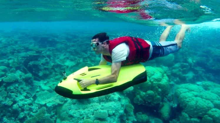 Outrigger underwater.jpg